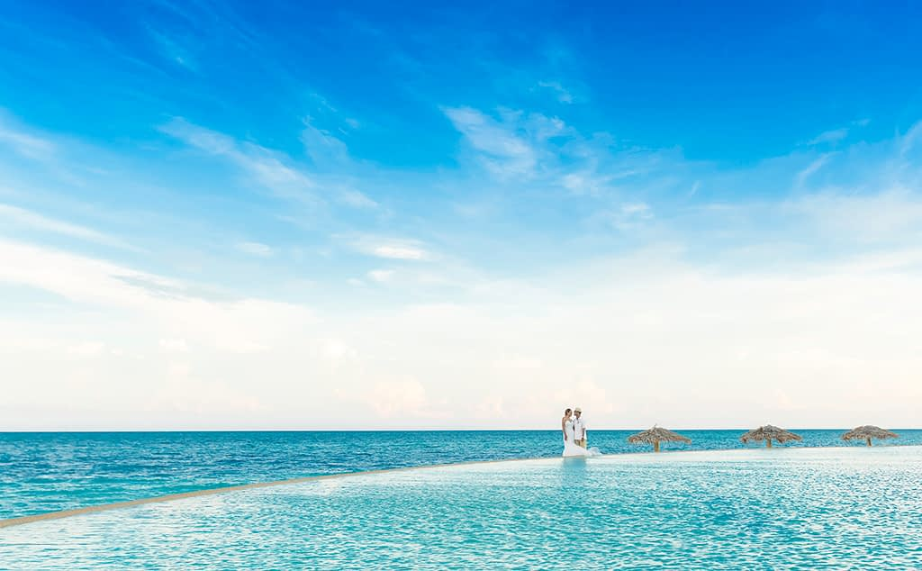Newlyweds in an infinity pool at Grand Bahamas Hotel Wedding Couple
